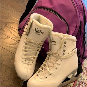 Ice Skates with carrying bag